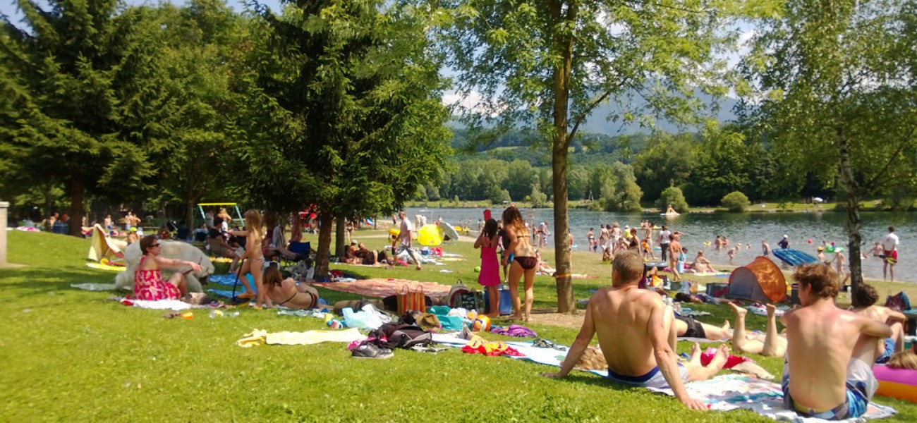 camping in the Alps - Lake Carouge - Lake beach