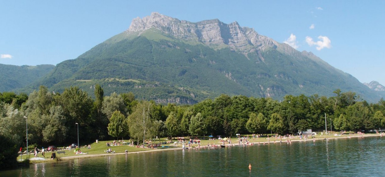 camping Savoie Arclusaz in the Bauges with Lac de Carouge
