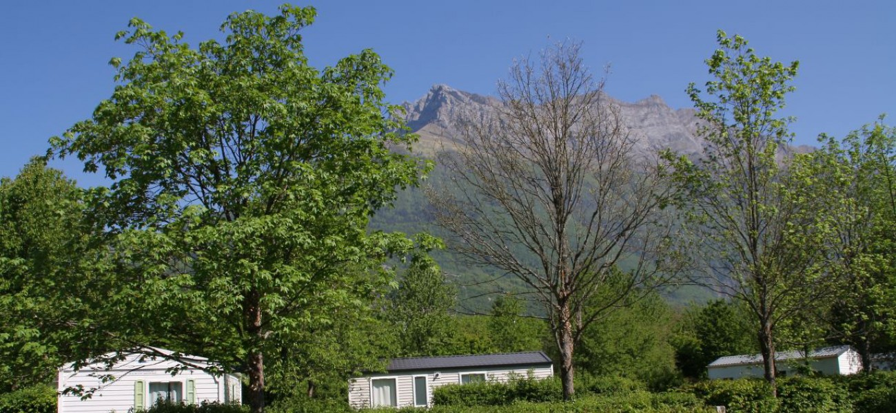 Camping Lac de Carouge - The Arclusaz mountain in Savoie with mobile homes
