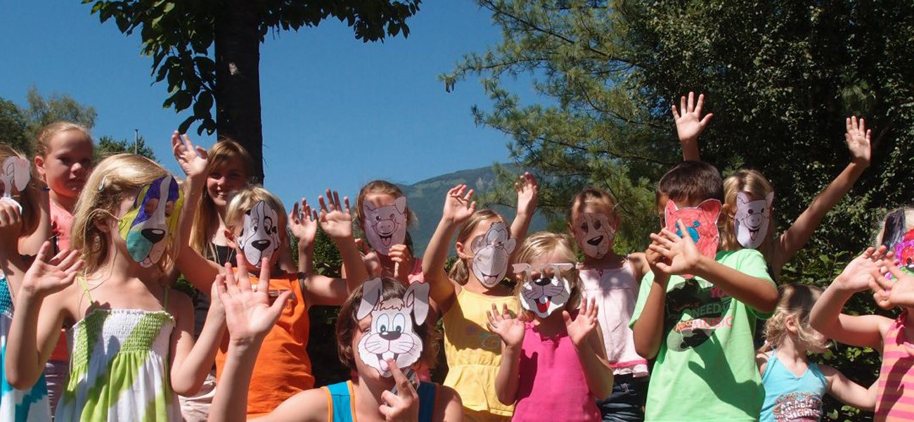 campsite Savoie - Lac de Carouge- workshop mask at the mini-club