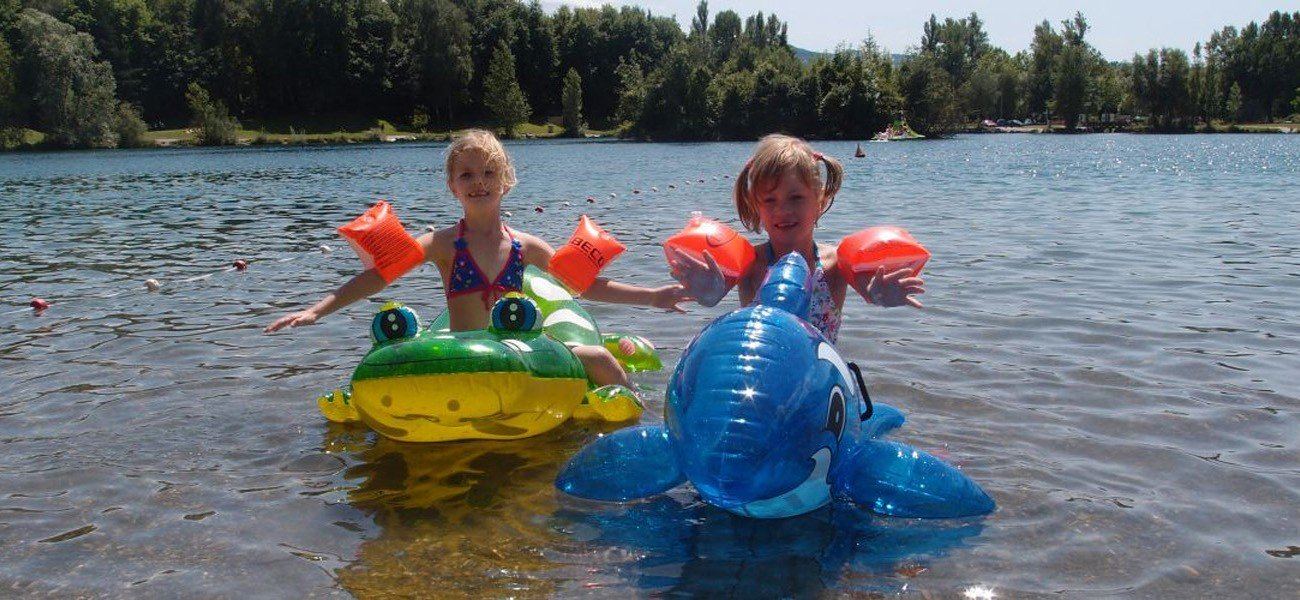 Children on the lake - Camping Savoie Lake Carouge