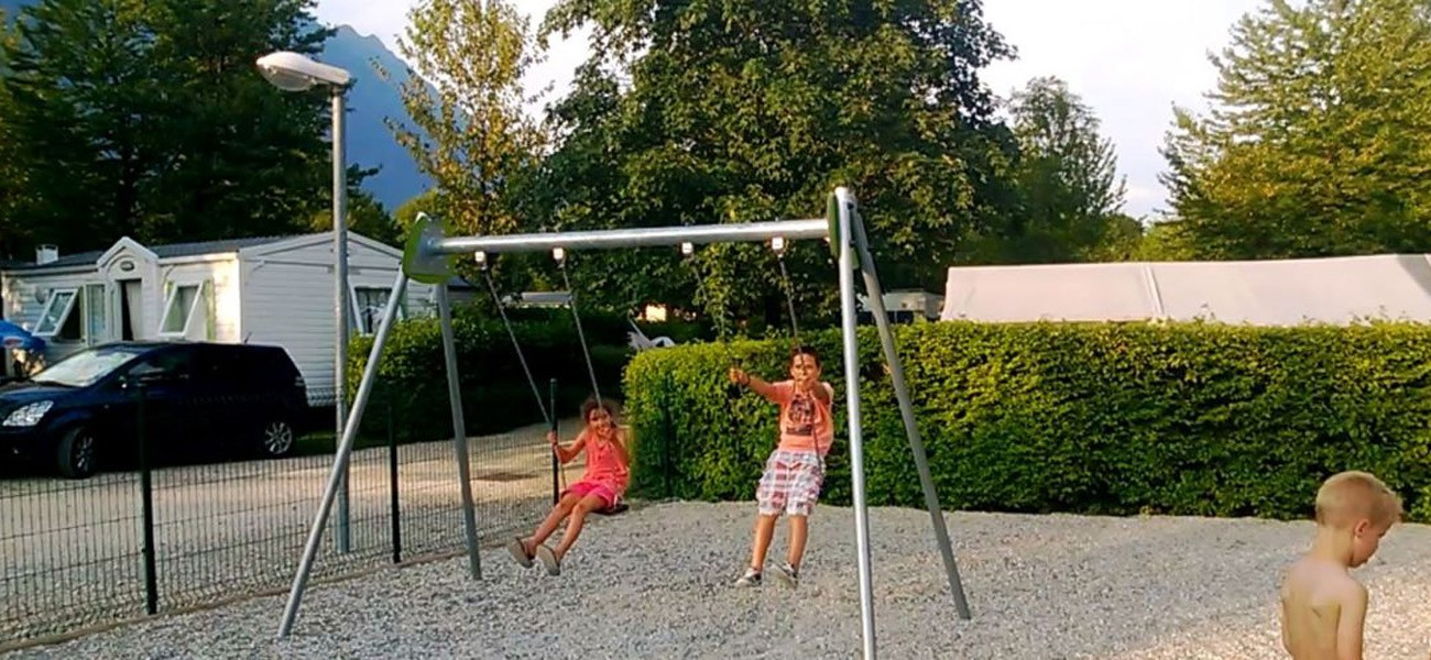 Camping Savoy lake Carouge - Playground swing
