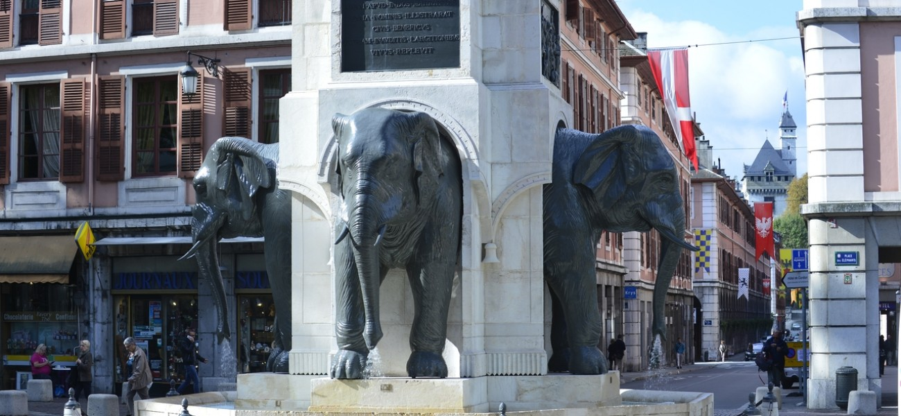 Camping in Savoie - The elephant fountain in Chambéry